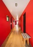 Inre korridor av ett modernt hus arkivfoto