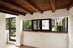 Inre lantligt hus, fönster Arkivbild