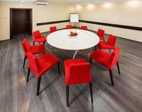 Inre litet rum för konferenser och samtal Arkivfoto
