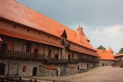 inre lithuania för slottborggård trakai Royaltyfri Fotografi