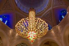 Inre ljus på den storslagna moskén Arkivfoton