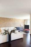 Inre lyxig lägenhet arkivfoto