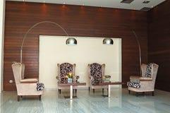 inre lyxigt modernt mottagande för grekiskt hotell Arkivfoto