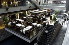 Inre Marina Bay Shopping Mall Singapore Royaltyfria Foton