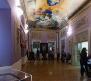 Inre med berömda arbeten av konstnären i Dali Museum Arkivfoto