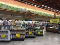 Inre mejerigång för livsmedelsbutik Royaltyfri Foto