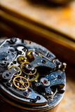 Inre mekanism av en klocka eller en klocka Royaltyfria Bilder