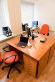 inre modern kontorsarbetsplats Arkivbilder