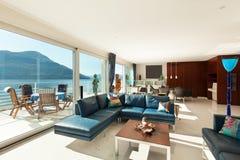 Inre modern lägenhet Arkivfoton