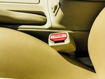 Inre moderna bilbeståndsdelar, närbild av säkerhetsbältet Arkivbild