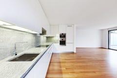 Inre moderna tömmer framlänges, lägenheten Royaltyfri Fotografi