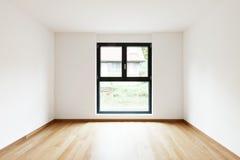 Inre moderna tömmer framlänges, lägenheten Arkivfoto