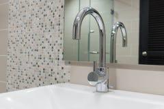 Inre modernt av badrummet Fotografering för Bildbyråer