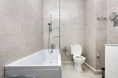 inre modernt för badrum Arkivfoto