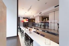 inre modernt för cafe Fotografering för Bildbyråer