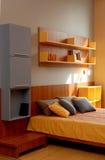 inre modernt för härlig sovrumdesign Arkivbild