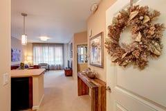 inre modernt för lägenhet öppet plan för golv Royaltyfri Bild