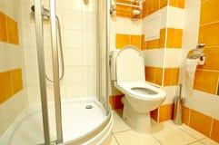 inre modernt för badrum Arkivbild
