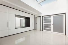 Inre modernt hus, korridorsikt Royaltyfria Foton