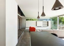Inre modernt hus, vardagsrum Fotografering för Bildbyråer