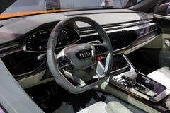 Inre ny Audi Q8 bil arkivfoton