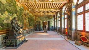 Inre och arkitektoniska detaljer av hyperlapsen för Chateaude Fontainebleau timelapse i Fontainebleau, Frankrike stock video