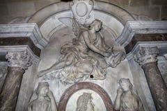 Inre och detaljer av basilikan av St Denis, Frankrike Royaltyfria Foton