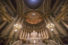 Inre och detaljer av den LaMadeleine kyrkan, Paris, Frankrike Arkivfoton