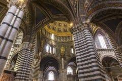 Inre och detaljer av den Siena domkyrkan, Siena, Italien Royaltyfri Foto