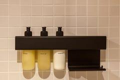 Inre och objekt i badrummet fotografering för bildbyråer
