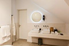 Inre och objekt i badrummet royaltyfri foto