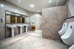 inre offentlig toalett Royaltyfri Bild