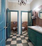 inre offentlig toalett Royaltyfri Fotografi