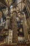 Inre på den Milan domkyrkan royaltyfri foto