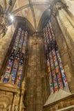 Inre på den Milan domkyrkan royaltyfria bilder
