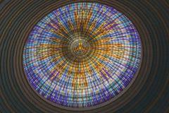 Inre sikt av överkanten av den huvudsakliga kupolen av basilikan av vår dam av fred royaltyfria bilder