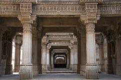 Inre sikt av Adalaj Ni Vav Stepwell eller Rudabai Stepwell I 1498 av Rana Veer Singh byggs fem berättelser djupt Ahmedabad Guja royaltyfria foton