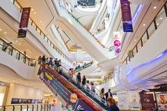 Inre sikt av den centrala plazaen storslagna Rama 9 Royaltyfri Foto