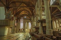 Inre sikt av den gotiska kyrkan med konstnärlig störning i Amsterdam royaltyfri foto