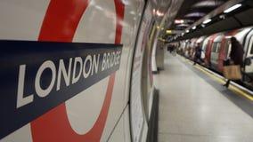 Inre sikt av den London tunnelbanan, rörstation Arkivfoto