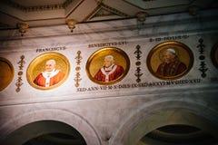 Inre sikt av den påvliga basilikan av St Paul utanför väggarna fotografering för bildbyråer