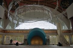 Inre sikt av den Sakirin moskén i Istanbul, Turkiet royaltyfri fotografi