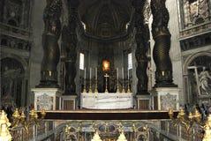 Inre sikt av den Sanka Peters Basilica i Rome Arkivbilder