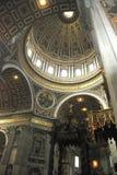 Inre sikt av den Sanka Peters Basilica i Rome Fotografering för Bildbyråer