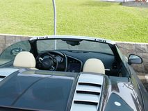 Inre sikt av en cabriolet Audi R8 som parkeras i Lima Arkivfoto
