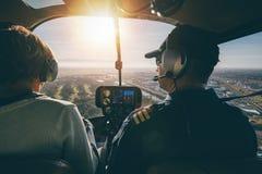 Inre sikt av en helikopter i flykten Arkivbilder