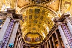 Inre sikt av helgonet Peter Cathedral i Rennes arkivbild