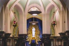 Inre sikt av kryptan av vår dam av Lourdes Royaltyfri Bild