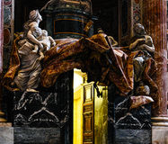 Inre sikt av Sts Peter basilika Royaltyfria Foton