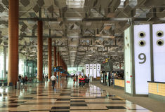 Inre sikt av terminal 3 på den Changi flygplatsen i Singapore Royaltyfri Bild